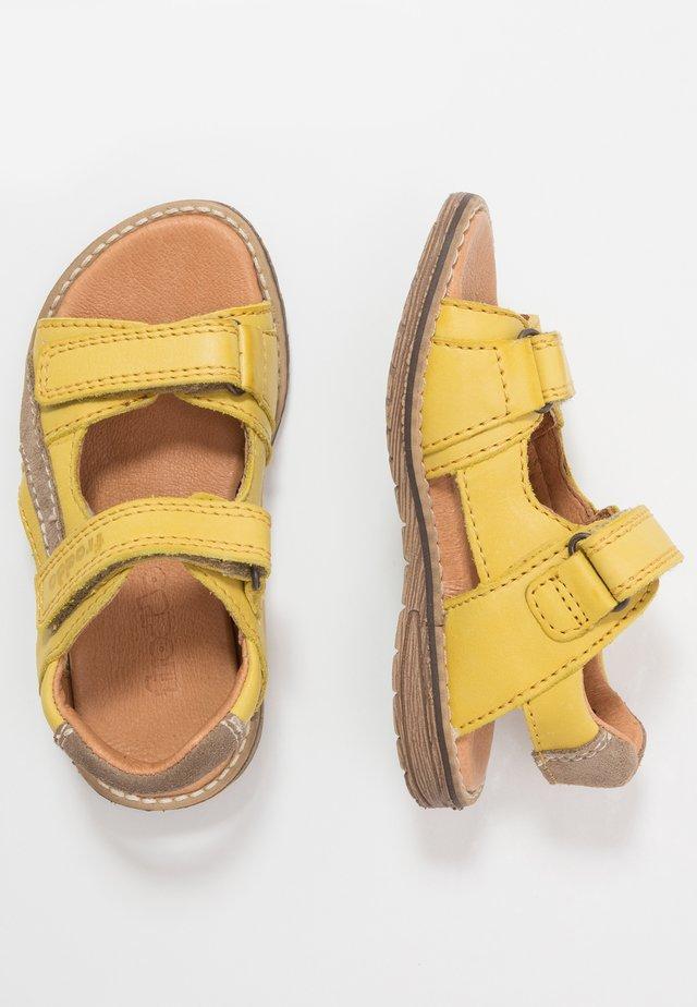 DAROS DOUBLE MEDIUM FIT - Sandaalit nilkkaremmillä - yellow