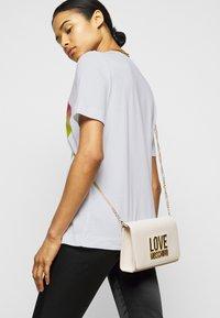 Love Moschino - Triko spotiskem - optical white - 4