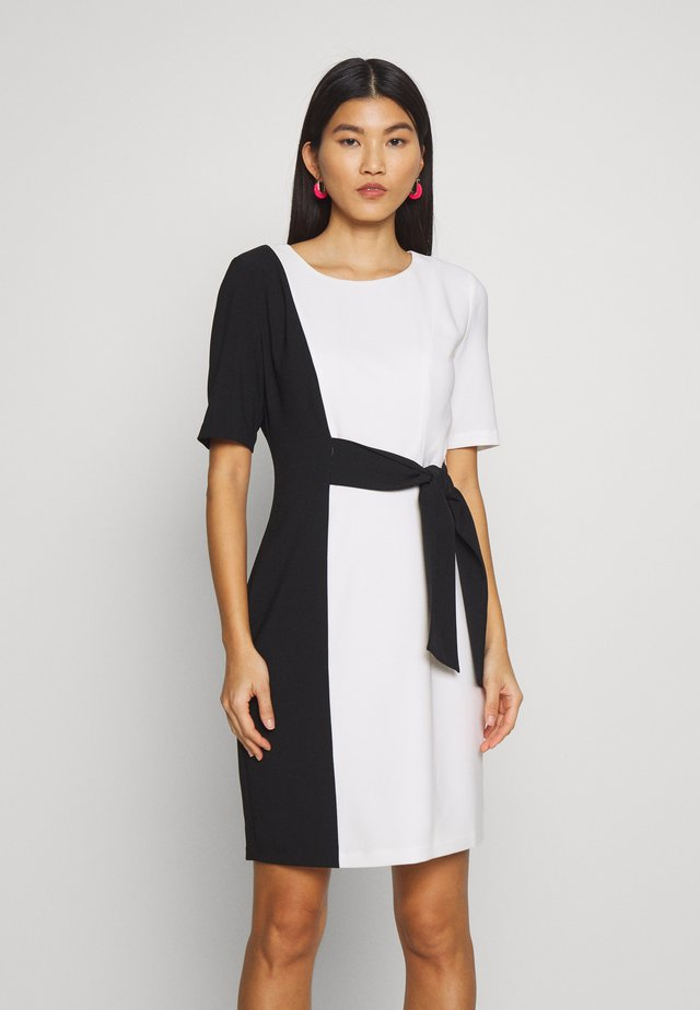 Fodralklänning - soft white
