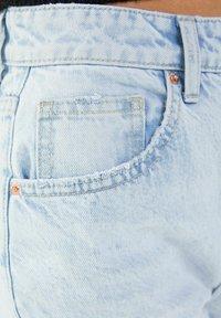 Bershka - MOM FIT JEANS - Jeans baggy - light blue - 4