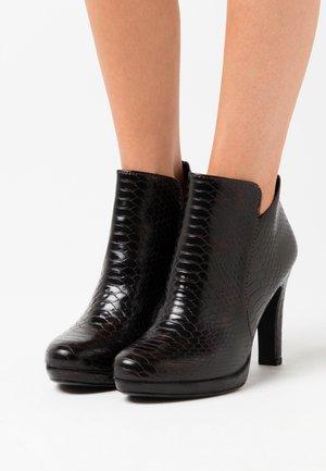 Kotníková obuv na vysokém podpatku - mahogany