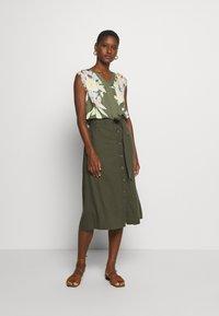 GAP - V TIE FRONT MIDI SKIRT - A-line skirt - baby tweed - 1