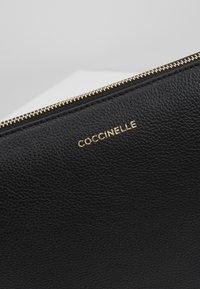 Coccinelle - NEW BEST SOFT - Clutch - noir - 7