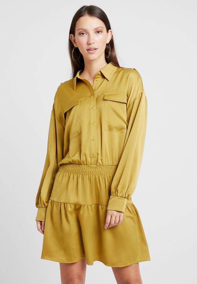 ARINA - Košilové šaty - golden palm