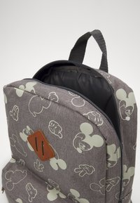 Kidzroom - PENCIL CASE & BACKPACK MICKEY MOUSE 90TH ANNIVERSARY SET - School set - grey - 4