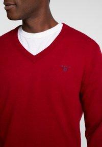 GANT - EXTRAFINE VNECK - Stickad tröja - red - 4