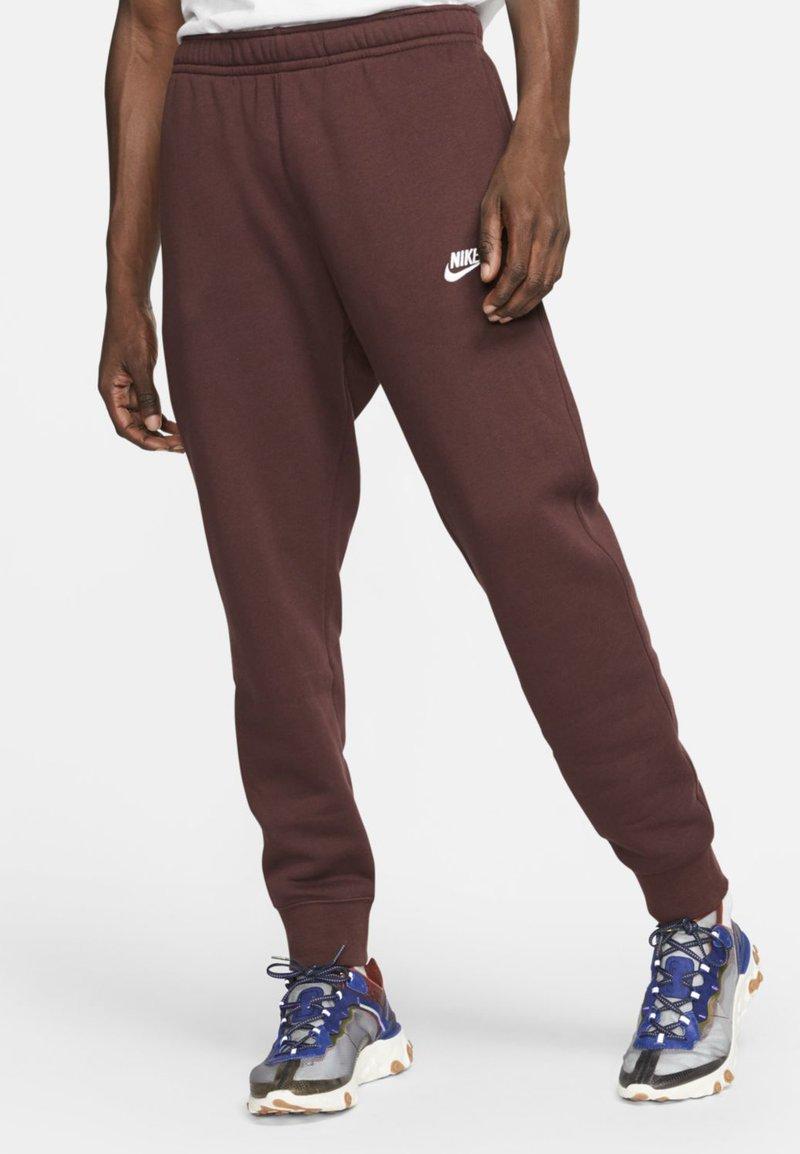 Nike Sportswear - CLUB - Tracksuit bottoms - bordeaux