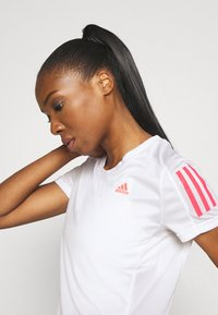 adidas Performance - OWN THE RUN TEE - T-shirts med print - white/signal pink - 3