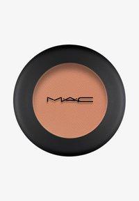 MAC - POWDER KISS EYESHADOW SMALL EYESHADOW - Eye shadow - what clout! - 0