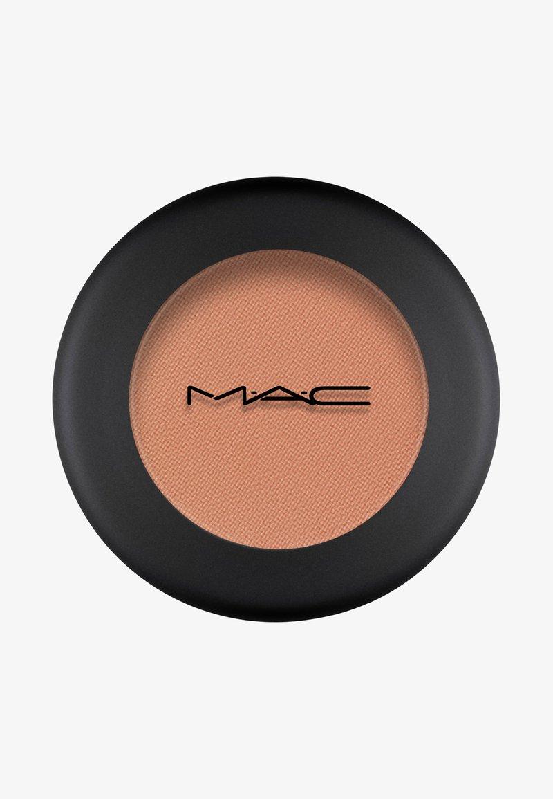 MAC - POWDER KISS EYESHADOW SMALL EYESHADOW - Eye shadow - what clout!
