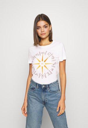 ONYRANDI HOROSCOPE - T-shirt imprimé - cloud dancer