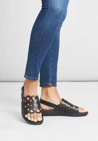 FitFlop - ELODIE - Sandals - black - 0