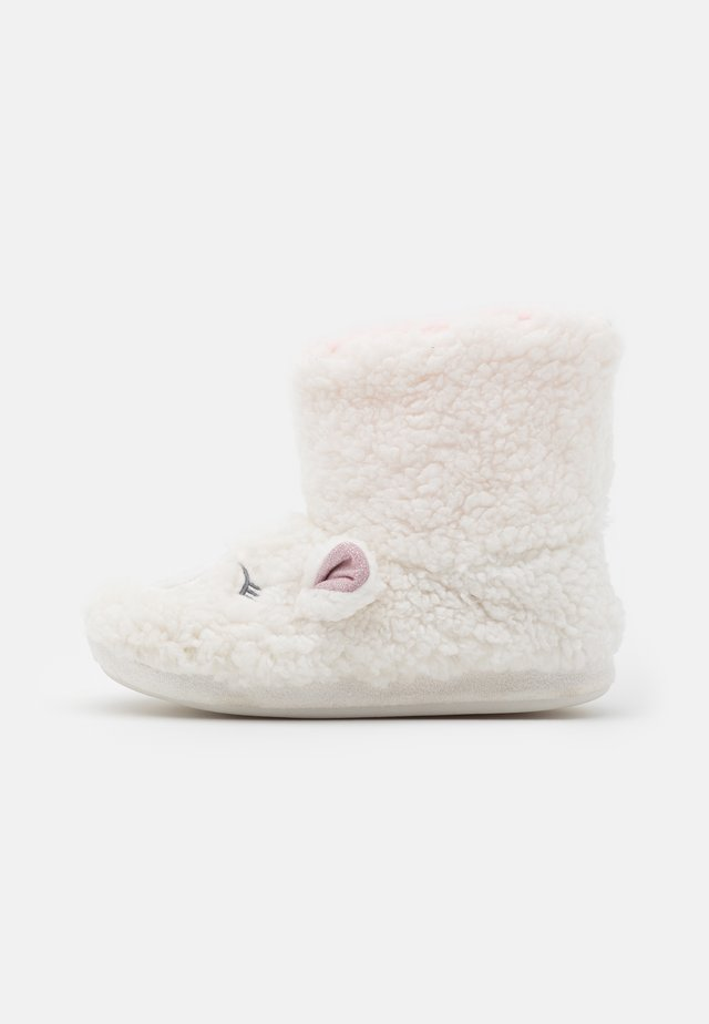 NOVELTY LAMB BOOTIE - Slippers - white