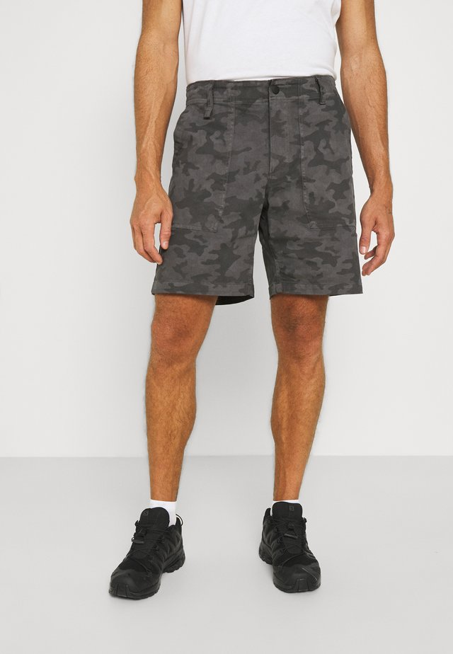 CLARKWALL SHORT - Sports shorts - shark