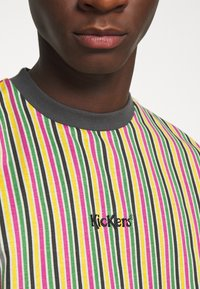 Kickers Classics - VERTICAL STRIPE TEE - T-shirt z nadrukiem - yellow/green/pink - 5