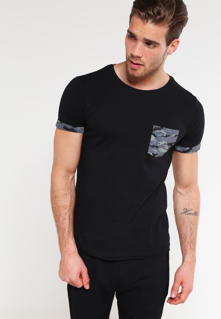 Urban Classics - Print T-shirt - dark camo