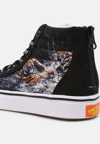 Vans - UY COMFYCUSH SK8-HI ZIP - Sneakers hoog - black - 4