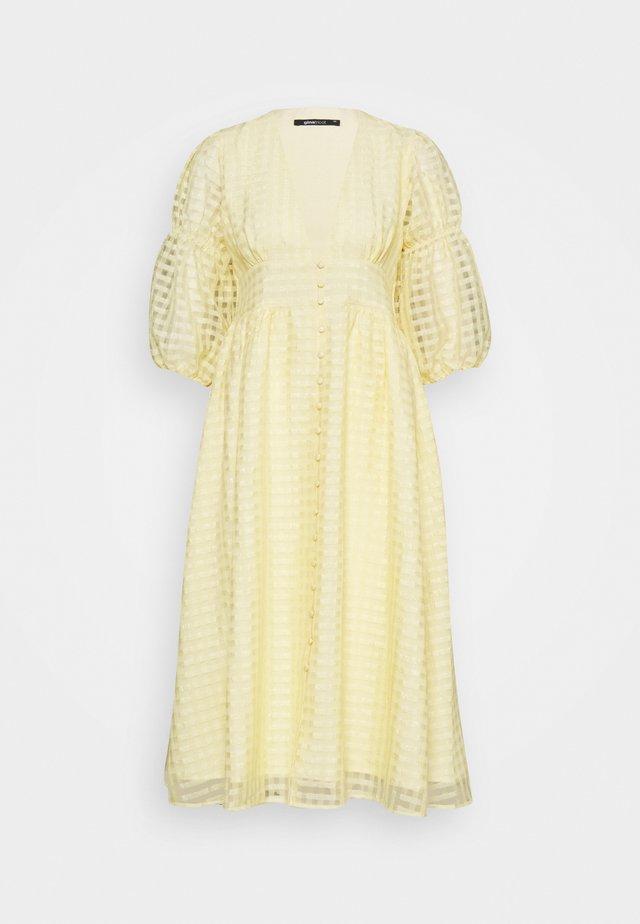 SIMONE DRESS - Sukienka koszulowa - pale banana