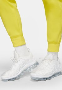 Nike Sportswear - CLUB - Tracksuit bottoms - opti yellow/opti yellow/white - 4
