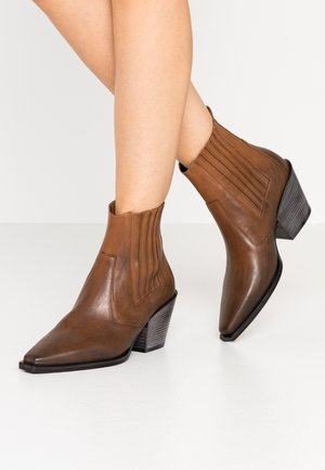MARY - Cowboy/biker ankle boot - cognac