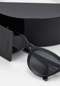 Prada - Sluneční brýle - black - 2