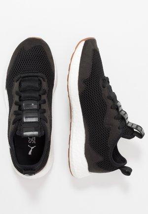 NRGY NEKO SKIM - Neutral running shoes - black/white