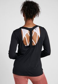 Nike Performance - DRY ELASTIKA - Funktionstrøjer - black/white - 2