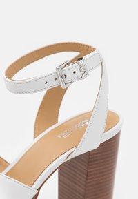 MICHAEL Michael Kors - ODETTE PLATFORM - High Heel Sandalette - optic white - 6