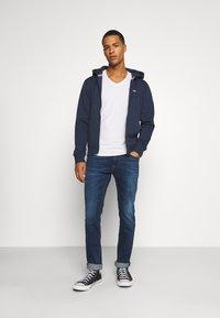 Tommy Jeans - SCANTON SLIM ASDBS - Vaqueros slim fit - aspen dark blue - 1