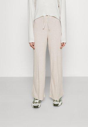 VMTILDA PANT - Trousers - creme brûlée melange