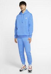 Nike Sportswear - CLUB - Pantaloni sportivi - pacific blue/white - 1