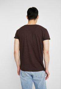 Resteröds - JIMMY  - Basic T-shirt - black coffe - 2
