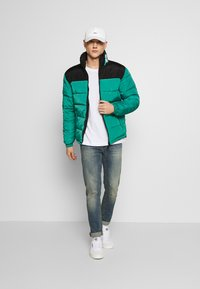 Karl Kani - BLOCK REVERSIBLE PUFFER JACKET - Winter jacket - turquoise - 1