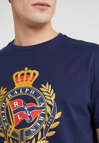 Polo Ralph Lauren - Print T-shirt - cruise navy - 5