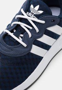 adidas Originals - Matalavartiset tennarit - collegiate navy/footwear white/core black - 5