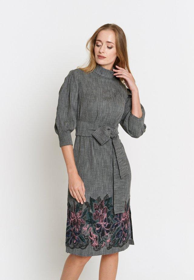 MARENA - Korte jurk - grau, lila