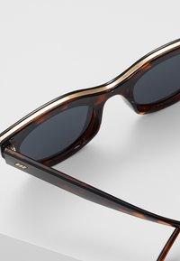 Le Specs - AIR HEART  - Sunglasses - tort - 3
