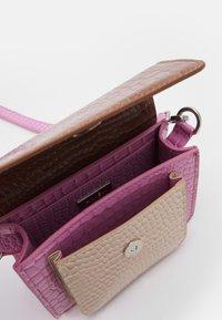 HVISK - CAYMAN MINI - Across body bag - pastel purple - 2