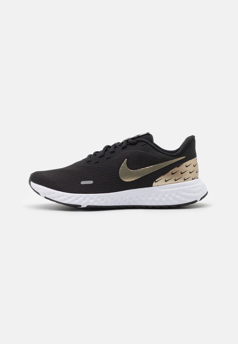 Nike Performance - REVOLUTION 5 PRM - Obuwie do biegania treningowe - black/metallic gold grain