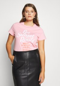 Lee Plus - LEE SUNSET  - T-shirt z nadrukiem - pink - 0