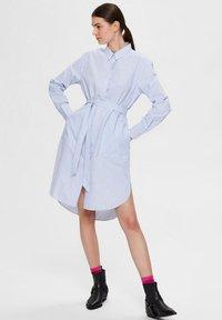 Selected Femme - BIO-BAUMWOLL - Robe chemise - blue yonder - 1