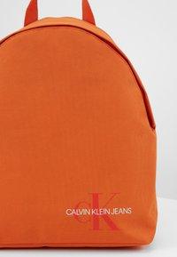 Calvin Klein Jeans - ROUNDED - Rucksack - orange - 4