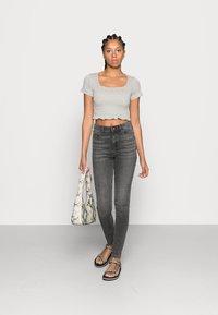 Vero Moda - VMSOPHIA  - Jeans Skinny Fit - dark grey denim - 2