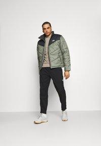 The North Face - CLASS PANT - Pantalon de survêtement - black - 1