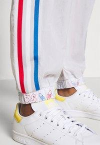 adidas Originals - JAPONA ADICOLOR RELAXED TRACK PANTS - Tracksuit bottoms - dash grey - 3