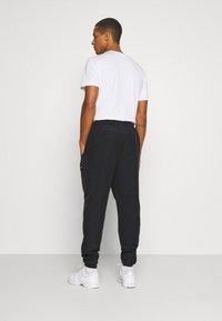 Ellesse - STOREO - Pantalones deportivos - black - 2
