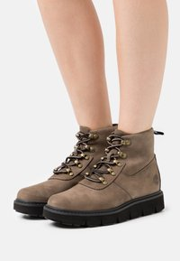 Timberland - RAYWOOD ALPINE HIKER - Lace-up ankle boots - dark green - 0