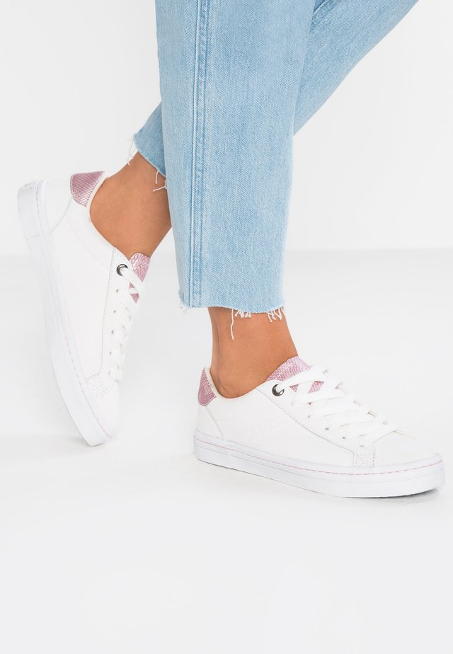 SKATER SLEEK - Baskets basses - optic white/pink