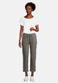 Cartoon - Trousers - linen green - 1