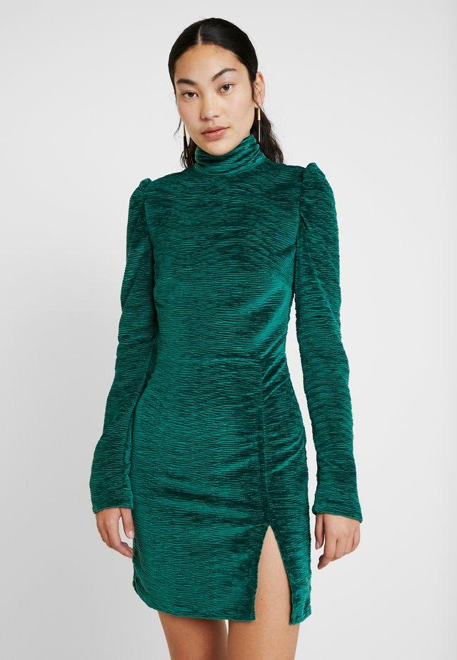 JOSIAH TEXTURED DRESS - Vapaa-ajan mekko - green